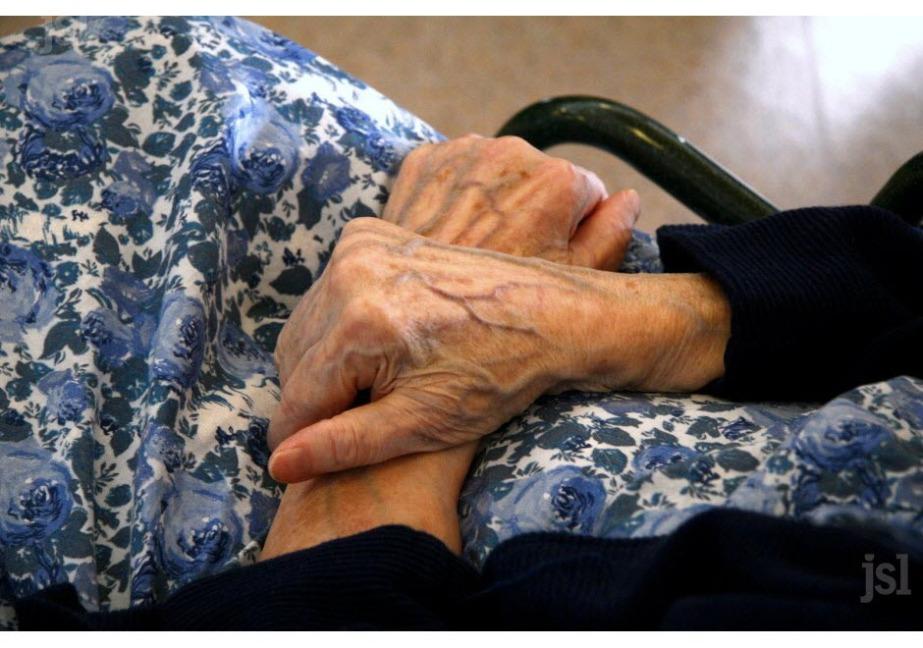 mains de grand-mère