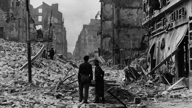 Nantes bombardé