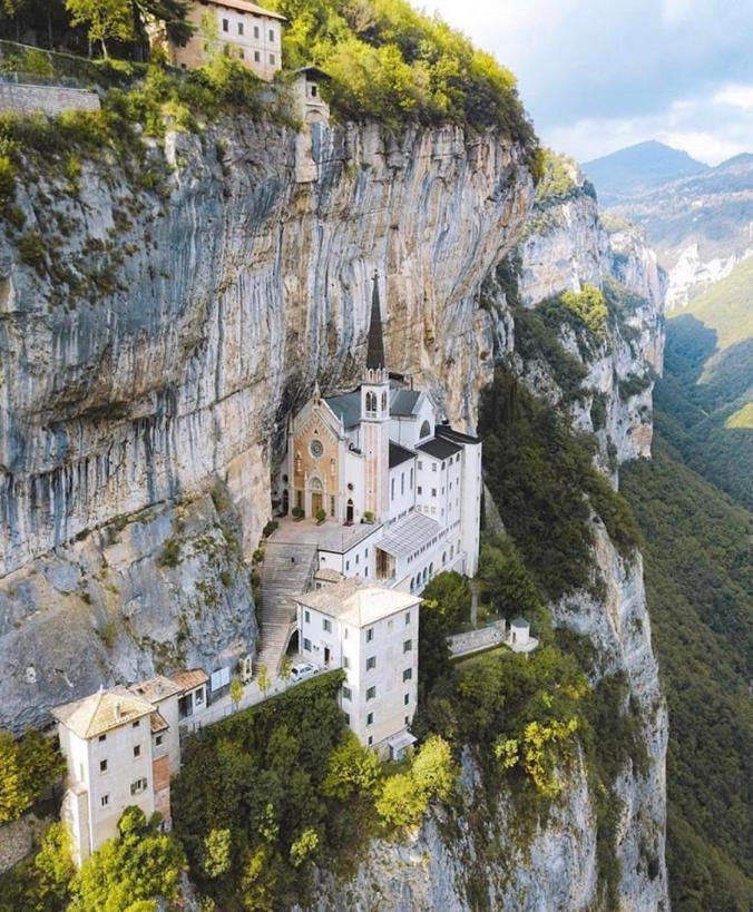 sanctuaire falaise 1